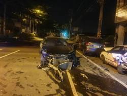 台中賓士男午夜酒駕失速 連環撞爛5車