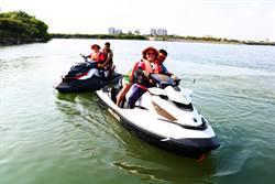 百名「水上不老騎士」齊聚大鵬灣 高喊玩不是年輕人的專利