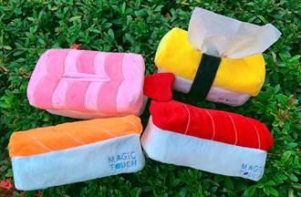 療癒壽司中筒襪、鮭魚面紙套必收 秋蟹大賞銅板價吃得到