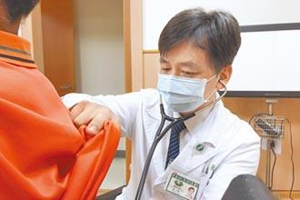 咳痰帶血半年 竟是排骨屑卡氣管