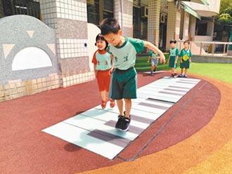 桃市校園遊戲場 擺脫罐頭遊具