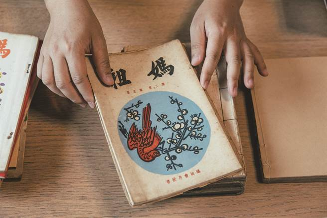 西川滿編撰的雜誌設計精美,《媽祖》更因限量發行令許多愛好者爭相收藏。(圖/蔡耀徵攝)