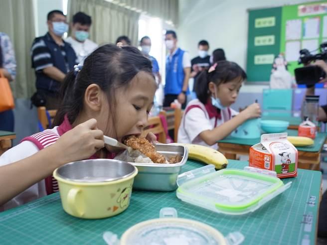 雲林縣政府宣示學校營養午餐禁用瘦肉精,確保學生食的安全。(張朝欣攝)