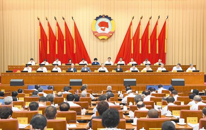 8月27日,大陸全國政協十三屆常委會閉幕,會議以「十四五」規畫為主題協商議政。(新華社)