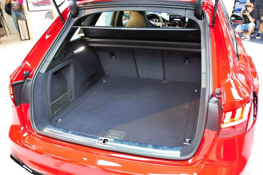 RS 4 Avant優異的尾廂空間,釋放滿腔熱血之外,也能滿足家庭所需。