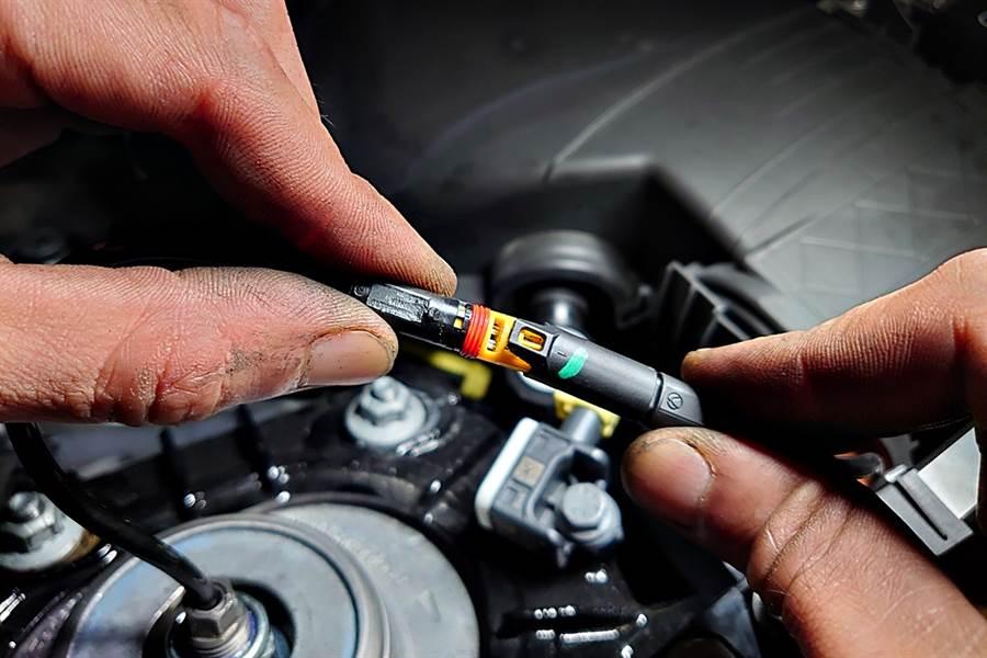 而倍適登BILSTEIN EVO SE之所以能完整對應Porsche 911 Carrera,最重要的一點就電子阻尼線頭對應,無須修改,直接對接,無須改變車內電子設定導致影響行車系統,行車安全有保障。