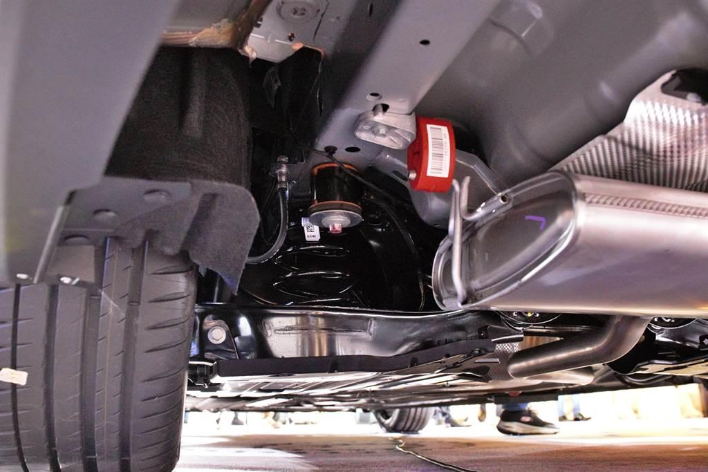 後懸吊改採運動化調校之多連桿懸吊之外,車身高度也降低10mm。