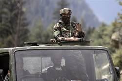 影》印度稱60解放軍拿關刀棍棒與矛越界進逼 還鳴十幾槍威脅