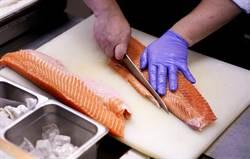 研究:新冠病毒能在冷藏鮭魚上活8天 恐已爆跨國傳播