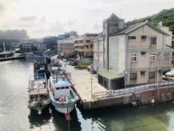 外籍漁工蝸居甲板洗澡異味飄散 港區蓋衛浴盼改善