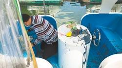 花蓮9船艇遭潑漆 汙染鯉魚潭