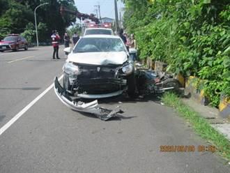 旗山機車、轎車對撞 老翁彈飛橋下亡