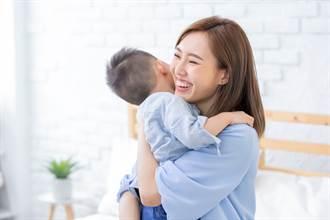 國小兒偷存錢牽媽媽去「神祕地」 她一看淚崩:沒白養你