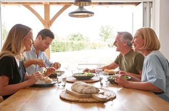 女友家做客男大膽點「整桌菜」 媽一句話霸氣回擊
