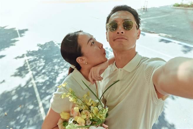楊祐寧(右)和老婆Melinda已完成登記。(取自臉書)