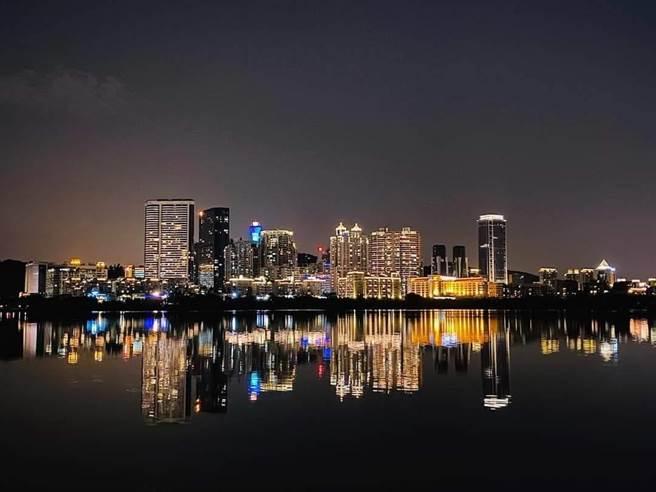 廈門黃金海岸、國際會展中心和有「小上海陸家嘴」之稱,高樓櫛比鱗次的五通商圈,豪邁揮灑璀璨奪目的海上魅力。(金廈海運提供)