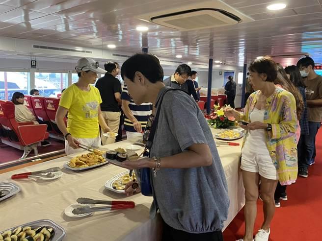 台金旅遊業者攜手推出海上高檔遊程,打造金廈海域觀光新絲路。(金廈海運提供)