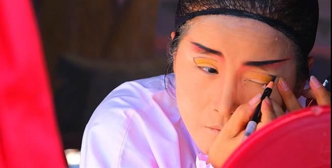 金沙散文獎作品改編微電影得獎作品出爐: 黄廷洪-《寫戲給母親看》 由《寫戲畀老母睇》微電影團隊勝出。