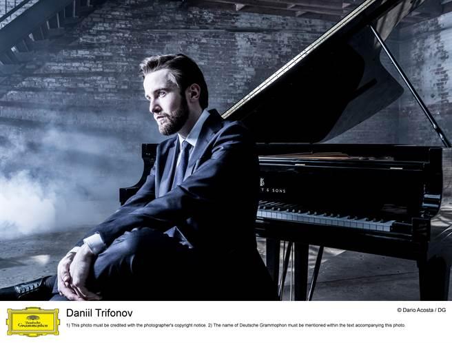鋼琴金童特里福諾夫,即將在10月來台,挑戰演出巴哈《賦格的藝術》全本。(牛耳藝術提供)