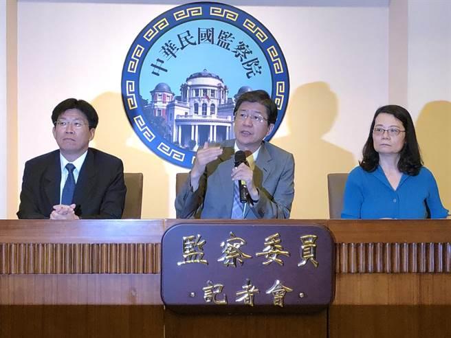 監委高涌誠(左)、蔡崇義(中)、王美玉(右)公布石木欽案調查報告。(趙婉淳攝)