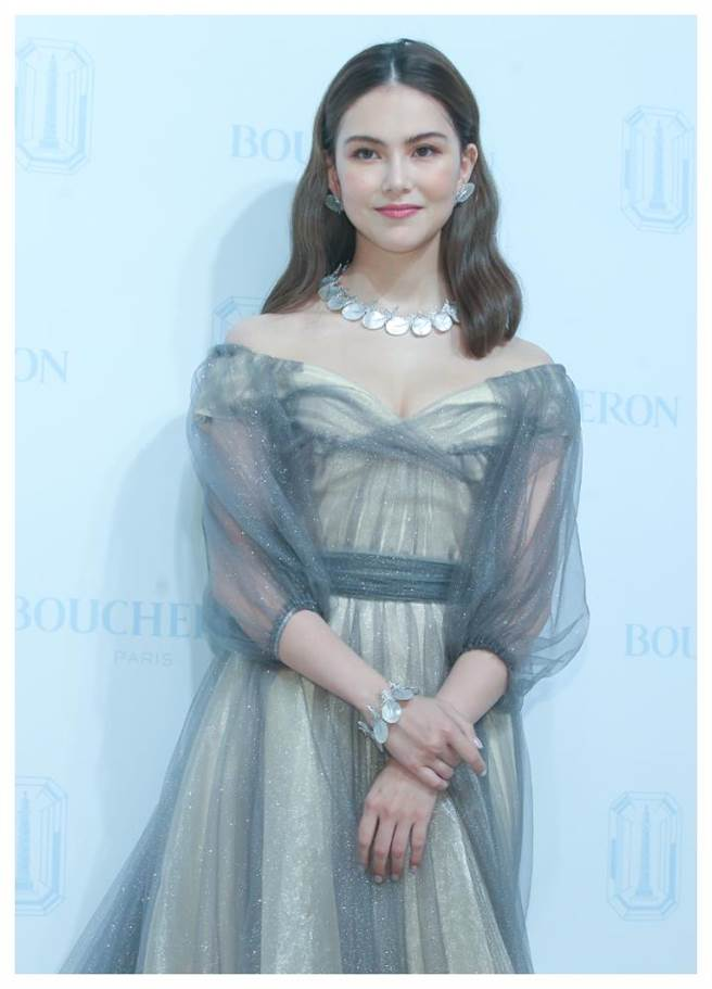 Boucheron品牌大使昆凌出席珠寶展分享她的理財經,透露採買珠寶可以保值,將來還可留給女兒。(粘耿豪攝)