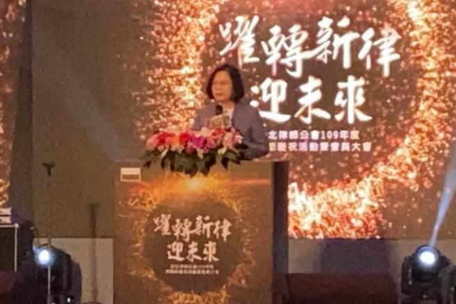 總統蔡英文在台北律師公會律師節晚會勉北律為人權保障奠定基礎。(張孝義攝)