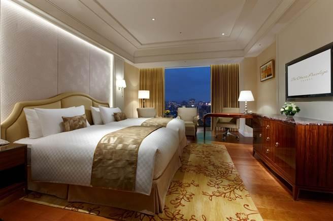 台北大倉久和大飯店「菁英客房」,強調生活機能,自然採光和原木地板呈現居家氛圍。(五福旅遊提供)
