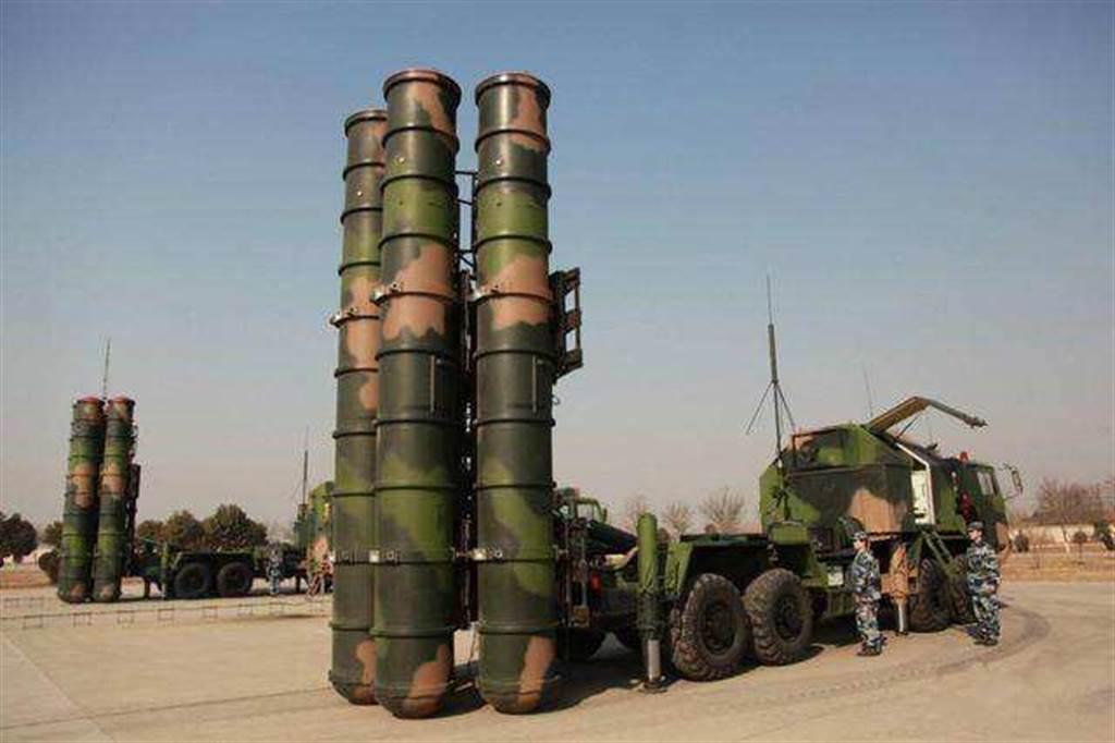 印媒傳出解放軍已經在印中邊境集結了約5萬名士兵,以及地對空導彈與大量的火箭彈,另有近150架戰鬥機部署在實控線附近。這些部隊從5月西藏軍事演習以來就持續增加至目前的規模。圖為傳聞已進駐的紅旗-9型地對空導彈。(圖/中國軍網)