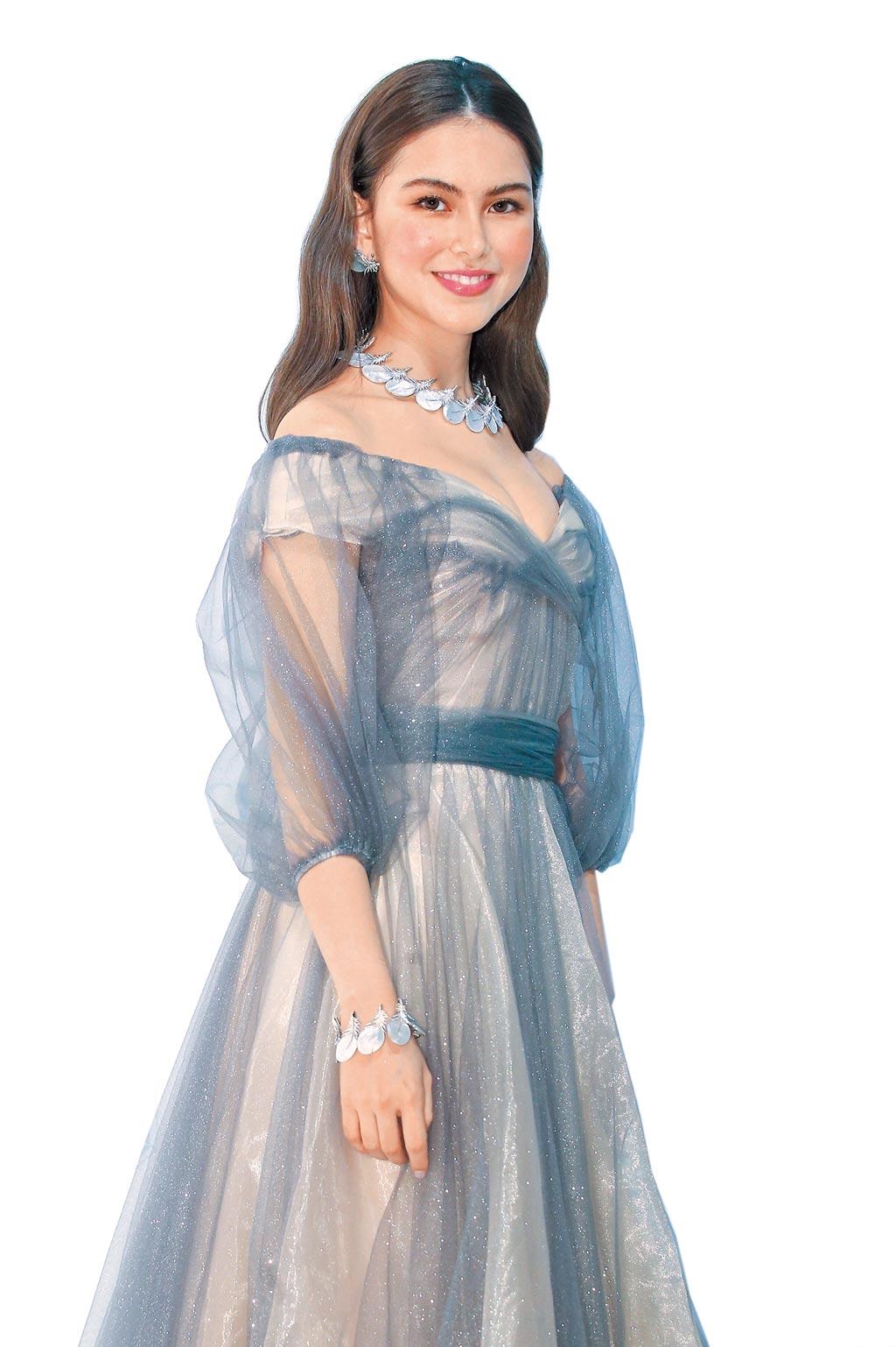 Boucheron品牌大使昆凌出席珠寶展分享她的理財經,透露買珠寶能保值,將來還可留給女兒。(粘耿豪攝)
