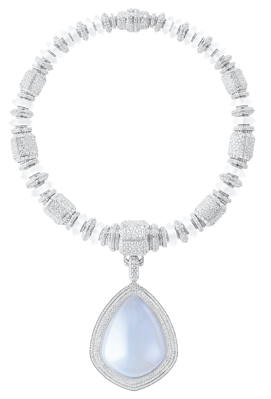 寶詩龍Goutte De Ciel主題氣凝膠主石項鍊,天然水晶包覆氣凝膠,約2075萬元。(Boucheron提供)