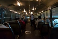 搭夜車北上乘客詭異多1人 下車後司機收票根秒發毛