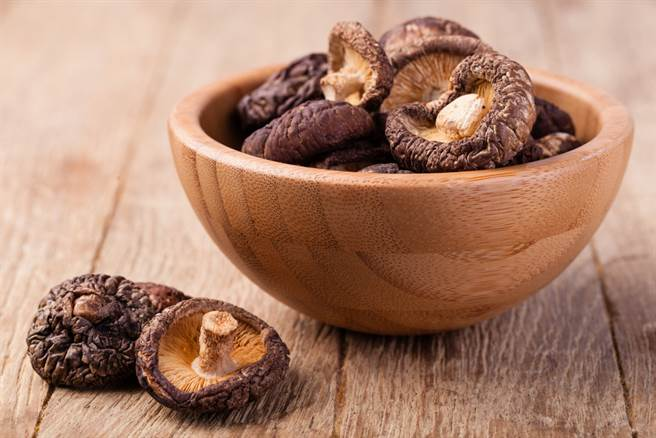 冬菇昆布能預防大腸癌 2方式煮湯保留最多營養素。(示意圖 達志)