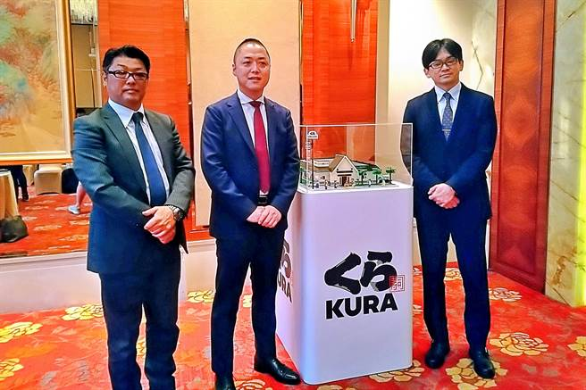 亞洲藏壽司財務長田村和也(左起)、董事長兼總經理西川健太郎、副總經理近藤和人。(記者林資傑攝)