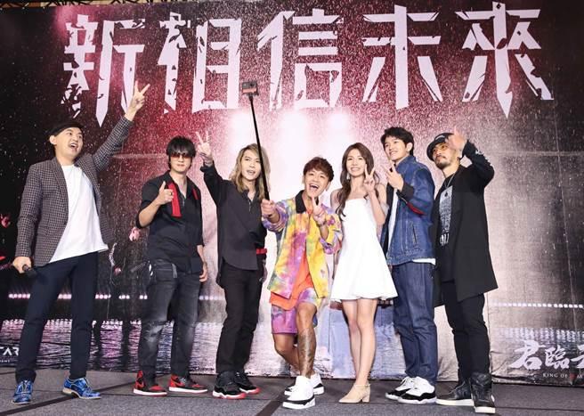 「動靜樂團」今帶公司新人古皓宇和方宣凝一同出席記者會。(陳俊吉攝)