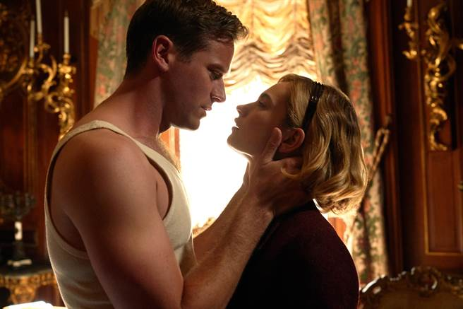 Netflix全新驚悚電影《蝴蝶夢》狠揭每段婚姻都藏有秘密的恐怖真相。(Netflix提供)
