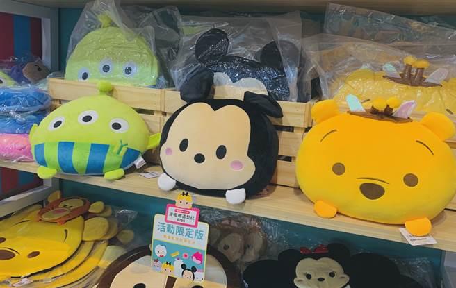 期間限定店有超稀有的限量蜜蜂小熊維尼抱枕、圓滾滾熊抱哥玩偶,還是多工兩用的三眼怪抱枕收納毯等。(Campus編輯室攝)