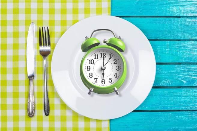 以168間歇性斷食方式減肥,日漸受到國內民眾歡迎。(達志影像/shutterstock)
