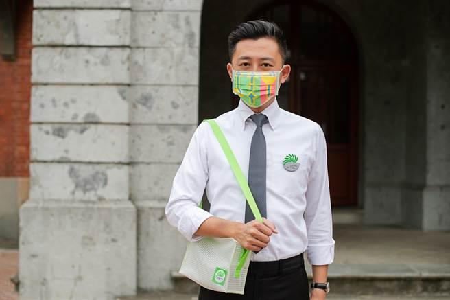 台灣設計展號召千名志工,所有志工都將擁有「特製口罩與徽章」,且只要服務滿10個班次,就可獲得有「竹科人指定包款」。(市府提供/陳育賢新竹傳真)
