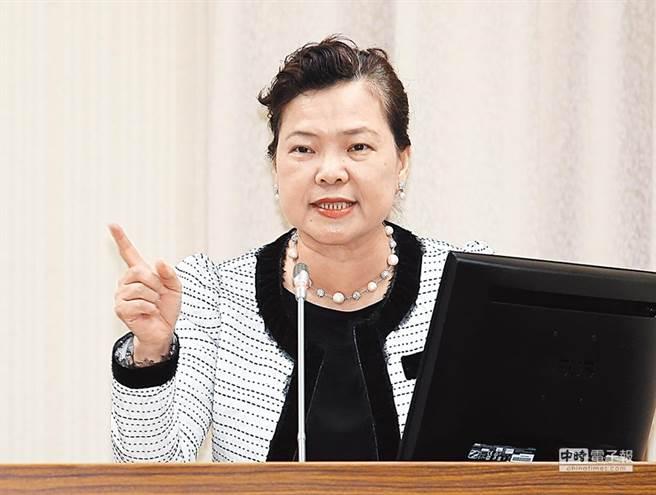 經濟部長王美花呼籲,民眾應避免購買裸裝與塑膠袋裝的口罩,以免踩雷 (圖/本報資料照)