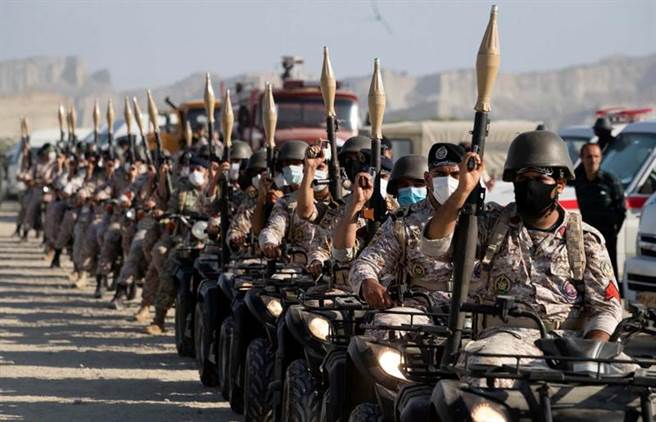 參與年度軍演的伊朗陸軍部隊。(路透)