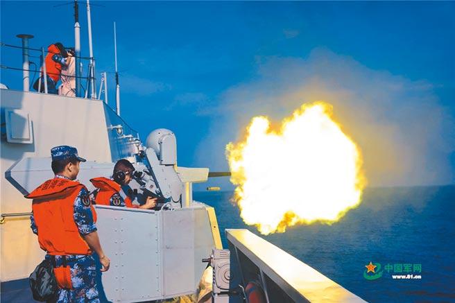 解放軍東部戰區海軍某護衛艦支隊潮州艦、泉州艦組成訓練編隊,展開實戰化訓練。(取自中國軍網)