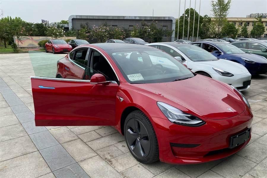 連四月賣爆!Model 3 中國八月銷量 1.18 萬台,打下特斯拉海外市場半邊天