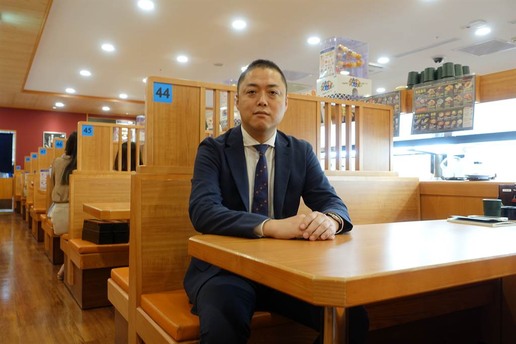 亞洲藏壽司總經理西川健太郎在店內受訪。本報資料照片