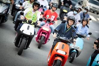 韓粉看過來 陳其邁騎機車驗收路平了:歡迎全民監工