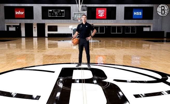 沒想到納許才接下籃網總教練位置,就開始先挖湖人牆角了。(取自籃網官推)