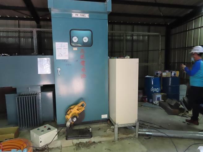 劉姓水電維修技師不慎觸碰無熔絲開關,遭220伏特電壓電擊。(台中市勞動檢查處提供/王文吉台中傳真)