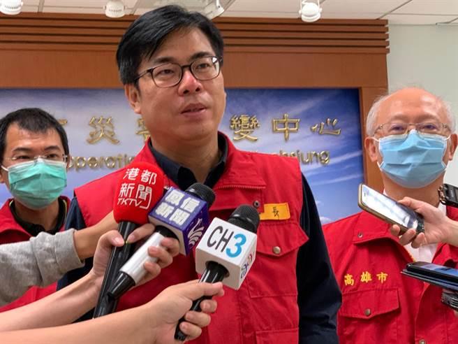 高雄市長陳其邁11日指出,擔心造成防疫缺口,已指示衛生局結合警政、民政系統等跨局處強化查察口罩工作。(柯宗緯攝)