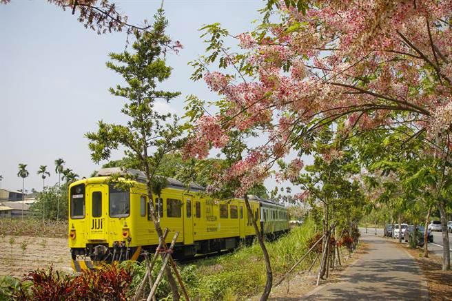 「輪轉八卦山」路線安排鐵馬尬火車的二水自行車道。(參山處提供/王文吉台中傳真)