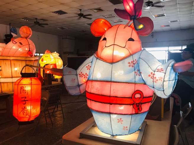 2020關子嶺溫泉美食節即將於9月19日至10月31日舉辦,19日晚上6點於寶泉橋溫泉公園熱鬧開幕,今年的祈福夜巡,有火王爺與大鵬金翅鳥2座大型主燈外,新增19座造型小花燈。(台南市觀旅局提供/劉秀芬台南傳真)