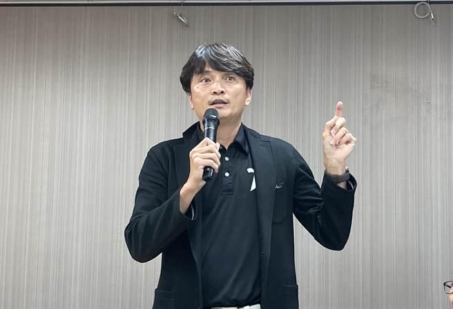 中職祕書長馮勝賢在說明會中用詞不當,事後向兄弟球團致歉。(鄧心瑜攝)
